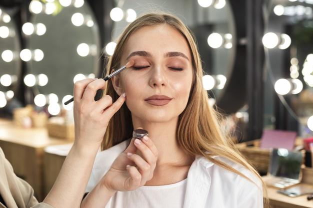 Tips Makeup Tahan Lama yang Perlu Diketahui Semua Wanita