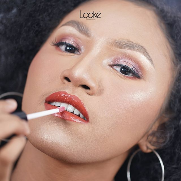 4 Kegunaan Lip Gloss yang Wajib Kamu Tahu